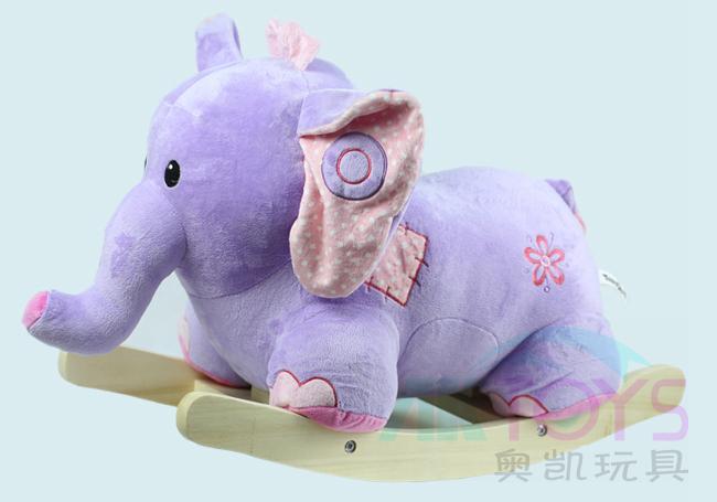 可爱的音乐大象