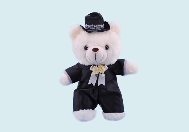 黑色套装小熊玩具